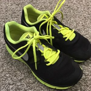 NIKE VOMERO 8 running shoes